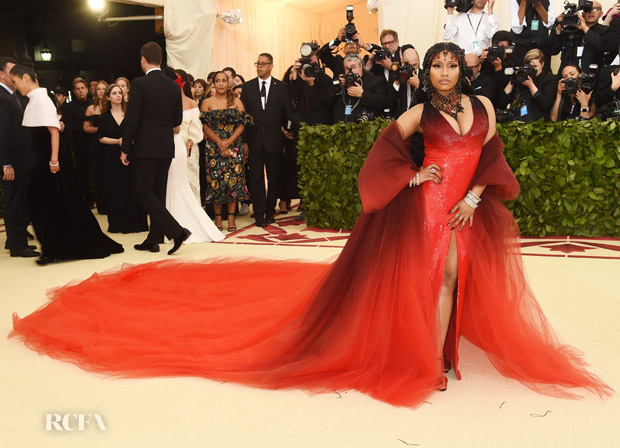 b3fc4316c9a1c7 Nicki Minaj In Oscar de la Renta - 2018 Met Gala - Red Carpet ...