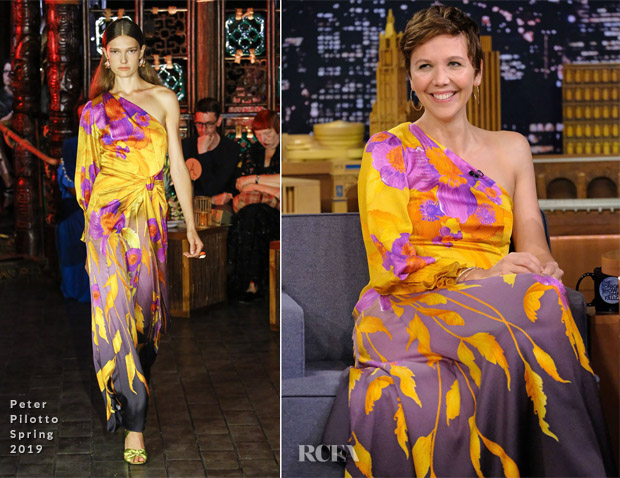 Maggie Gyllenhaal In Peter Pilotto - The Tonight Show Starring Jimmy Fallon