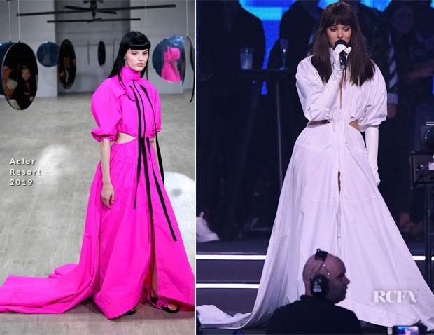 Hailee Steinfeld's Eight MTV EMAs Wardrobe Changes