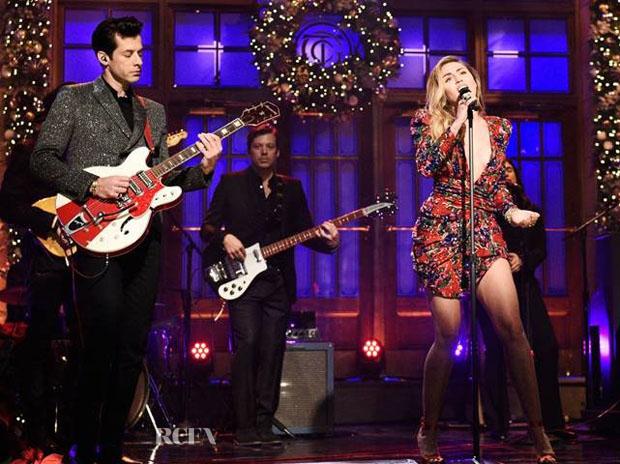 Fashion Blogger Catherine Kallon features Miley Cyrus & Mark Ronson In Saint Laurent - SNL