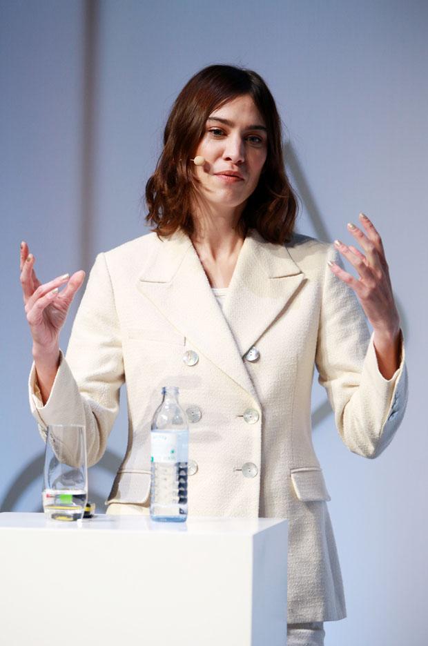Fashion Blogger Catherine Kallon features Alexa Chung In ALEXACHUNG - ZEITMagazin X VOGUE Conference
