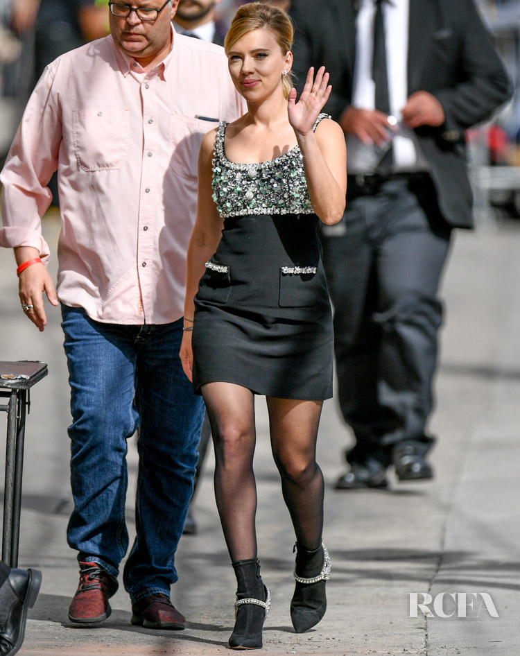 Scarlett Johansson Evokes A 60s Inspired Look On Jimmy Kimmel Live Red Carpet Fashion Awards