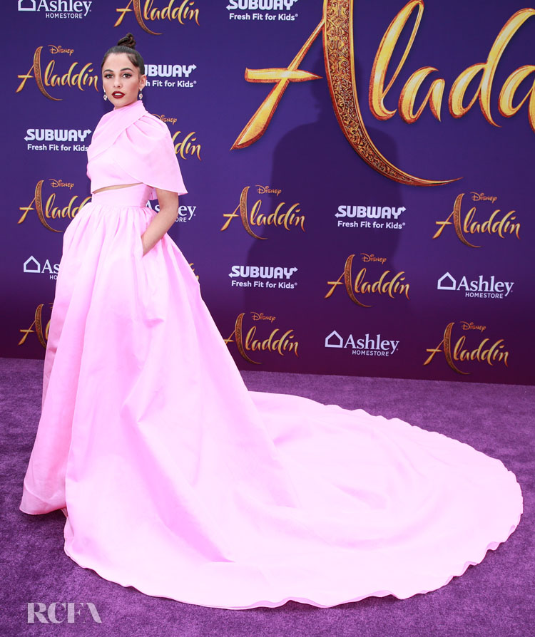 Naomi Scott's Power Pink  'Aladdin' World Premiere Moment