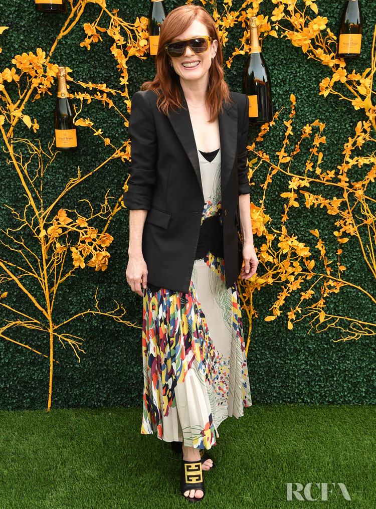 Julianne Moore S Post Cannes Chic Floral Look For The Veuve