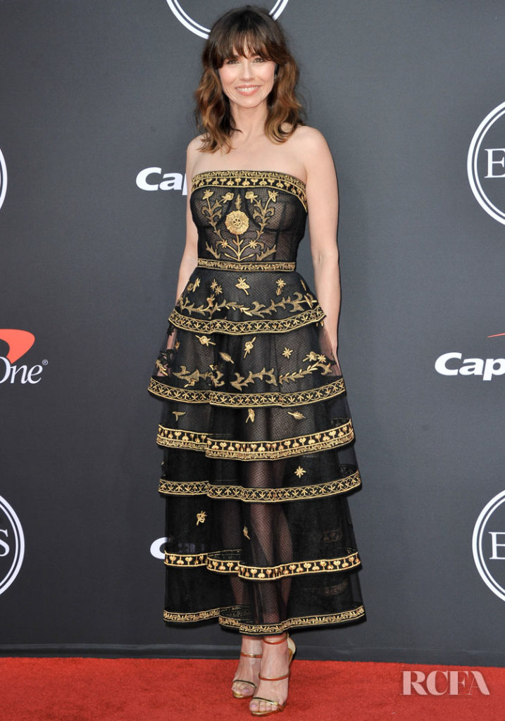 Linda Cardellini Was Elegant In Oscar de la Renta For The 2019 ESPYs