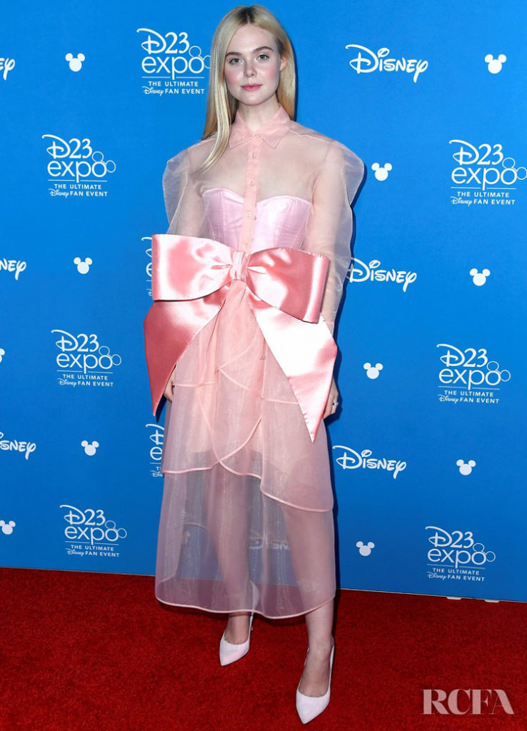 Elle Fanning S Dramatic Bow Steals The Spotlight At The
