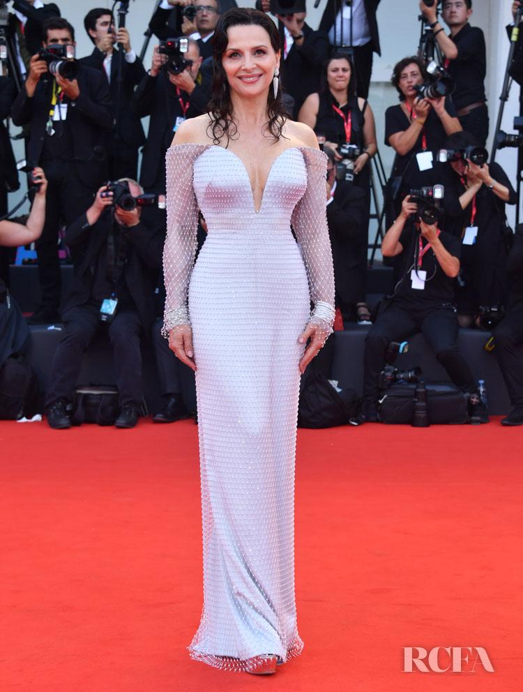 Juliette Binoche In Armani Prive - 'La Vérité' Venice Film Festival Premiere