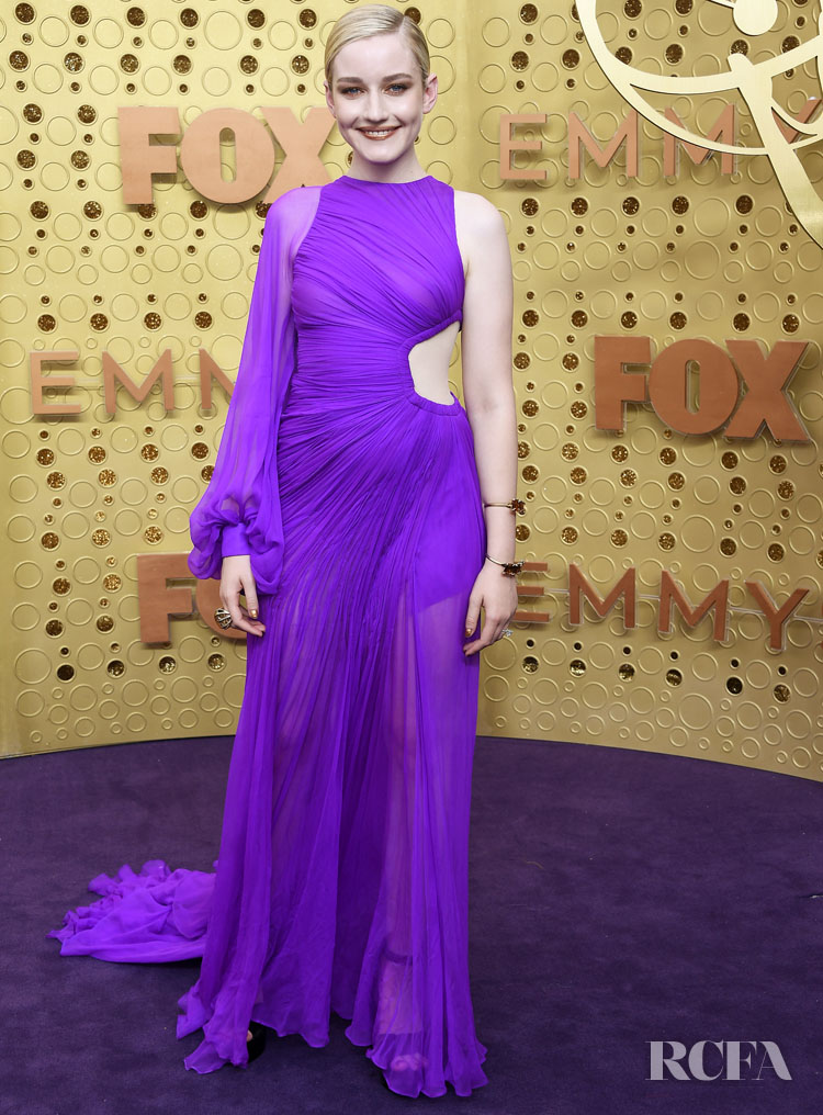 Julia Garner In Cong Tri - 2019 Emmy Awards