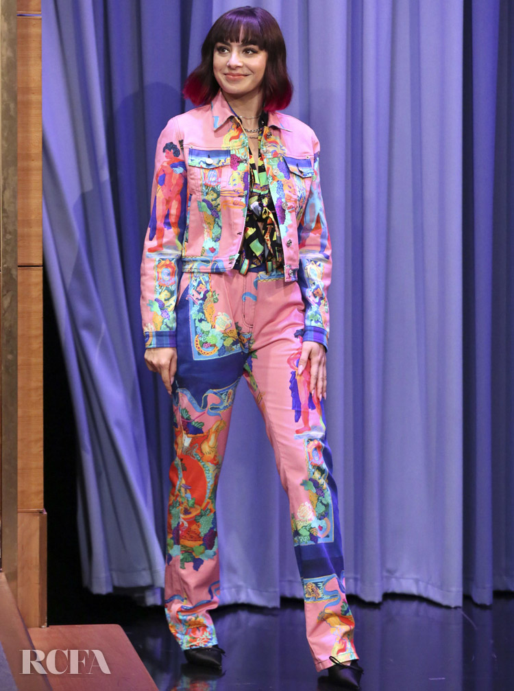 Charli XCX Rocks Versace On The Tonight Show Starring Jimmy Fallon