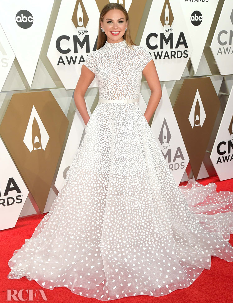 Hannah Brown in  Atelier Zuhra - 2019 CMA Awards