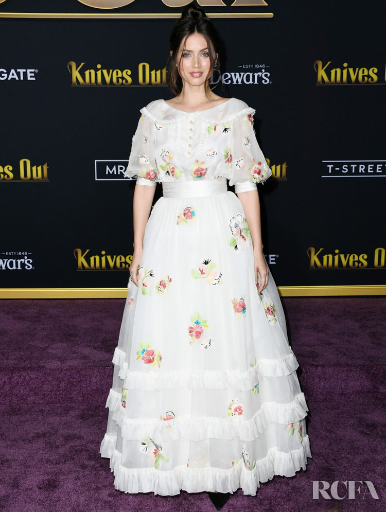 Ana De Armas In Chanel Haute Couture - 'Knives Out' LA Premiere