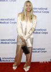 Sienna Miller's Oversized Cong Tri Suit For International Medical Corps' Annual Awards Celebration