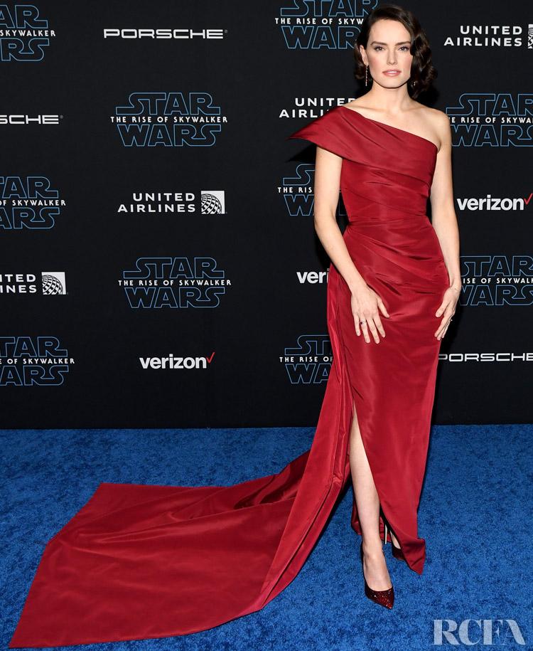 Daisy Ridley Wore Oscar de la Renta To The 'Star Wars: The Rise Of Skywalker' LA Premiere