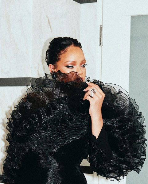 Rihanna Wore Alexandre Vauthier Haute Couture To Beyonce & Jay-Z Oscars Party