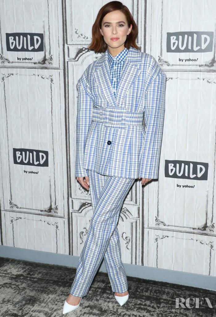 Zoey Deutch in Carolina Herrera - 'Buffaloed' Build Series 12 February 2020